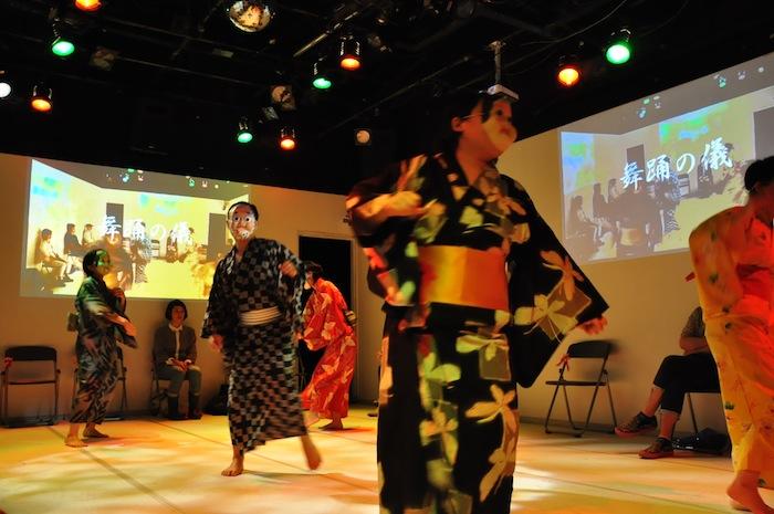 東京デスロック『CEREMONY セレモニー』 2014年7月、STスポット 撮影=石川夕子