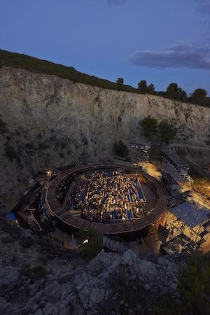 アヴィニョン演劇祭・ブルボン石切場 「アヴィニョンに風が吹く──2014年のアヴィニョン演劇祭か