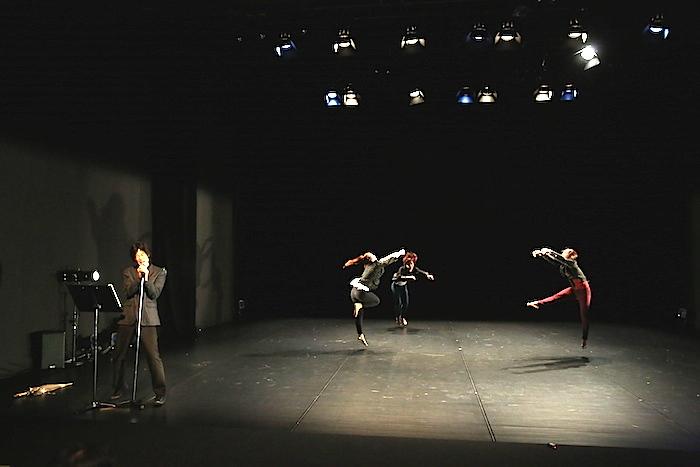 Dance New Air 2014『そこに書いてある』 構成・演出・振付・出演:山下残 2014年9月、スパイラルホール 撮影=塚田洋一