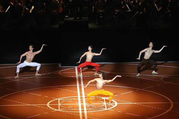 モーリス・ベジャール振付『第九交響曲』photo:Kiyonori Hasegawa width=