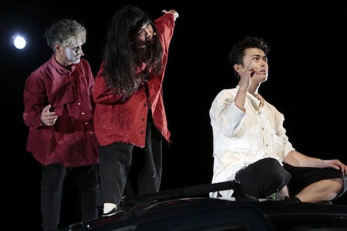 東京芸術劇場『小指の思い出』撮影:篠山紀信