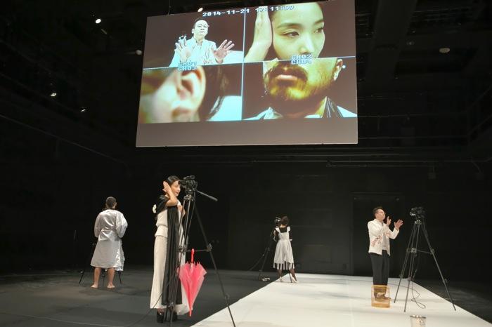 薪伝実験劇団『ゴースト2.0 〜イプセン「幽霊」より』 撮影=青木 司