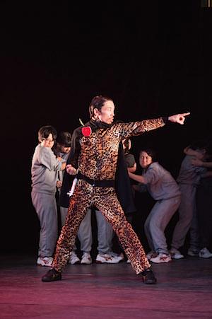 FESTIVAL/TOKYO 14  渡辺源四郎商店 『さらば!原子力ロボむつ 〜愛・戦士編〜』 作・演出=畑澤聖悟 2014年11月、にしすがも創造舎 撮影=松本和幸