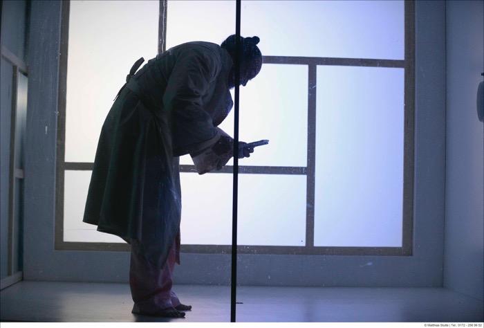 クレーフェルト=メンヒェングラートバッハ公立劇場『水の檻』(作・演出=タニノクロウ)© Matthias Stutte, Theater Krefeld Mönchengladbach