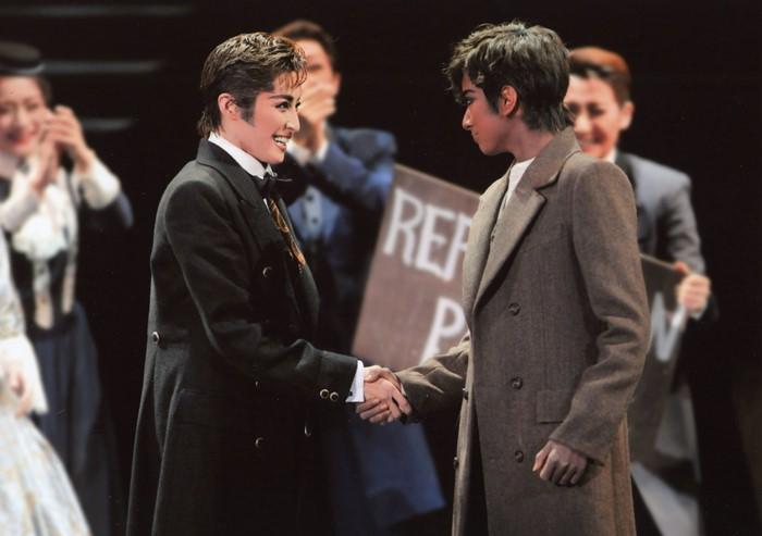リンカーンの轟悠(左) フレデリック・ダグラスの柚香光