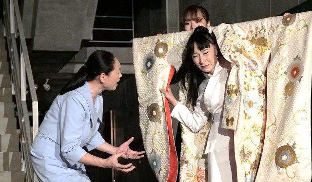 うずめ劇場『フェードル』:翻訳劇を生き抜く演技の力/新野守広